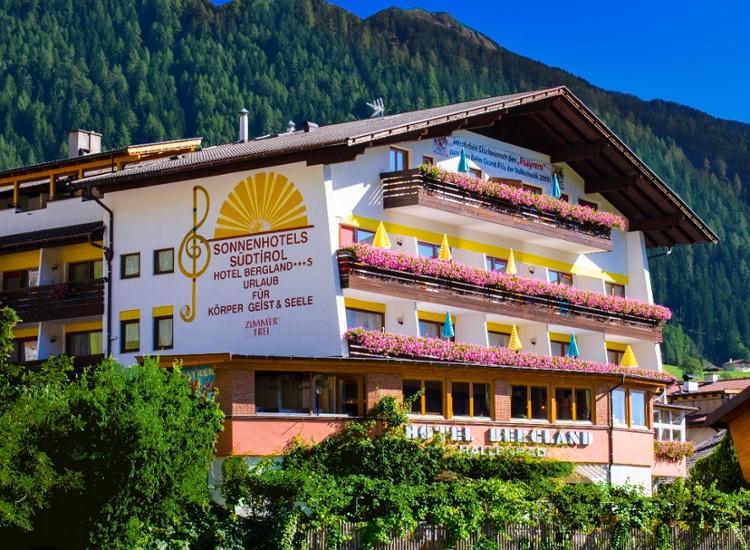 Hotel Bergland Aussenansicht