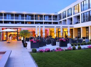 Schlosshotel Bad Wilhelmshoehe Kassel am Abend