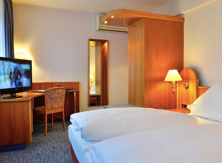Hotel ilbertz sightseeing in der rheinmetropole k ln for Koln zimmer