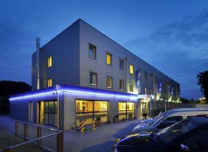 10520 Hotel IBIS Aachen Raeren Aussenansicht Nacht