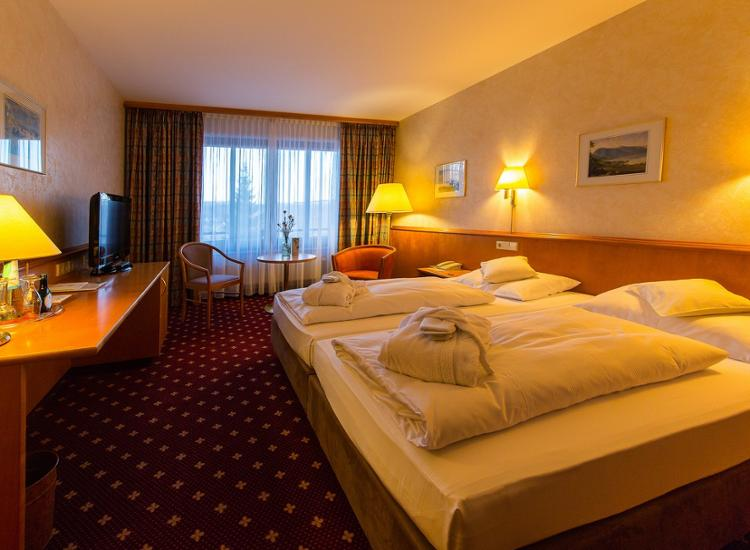 western hotel polisina
