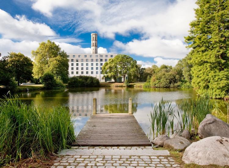 Steigenberger Parkhotel Braunschweig Blick ueber das Wasser