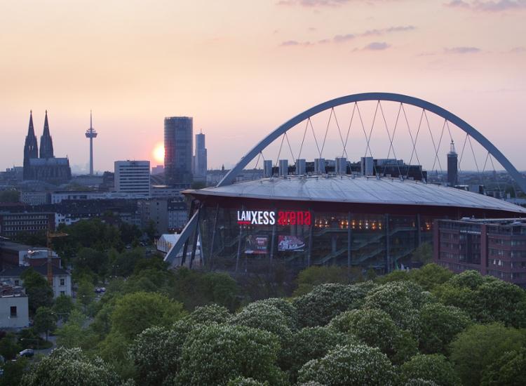 LANXESS Arena Koeln Ansicht mit Dom