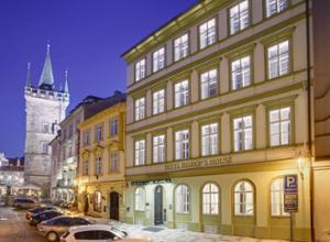 Hotel Bishops House Prag FassadebeiNacht