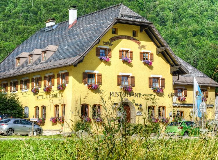 Hotel und Restaurant Alpenglueck Schneizelreuth Hotelansicht