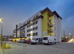 BB Hotel Muenchen Messe Hotel bei Nacht
