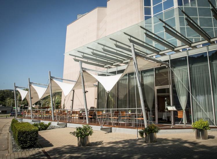 Quality Hotel Brno Exhibition Centre Fassade mit Terrasse