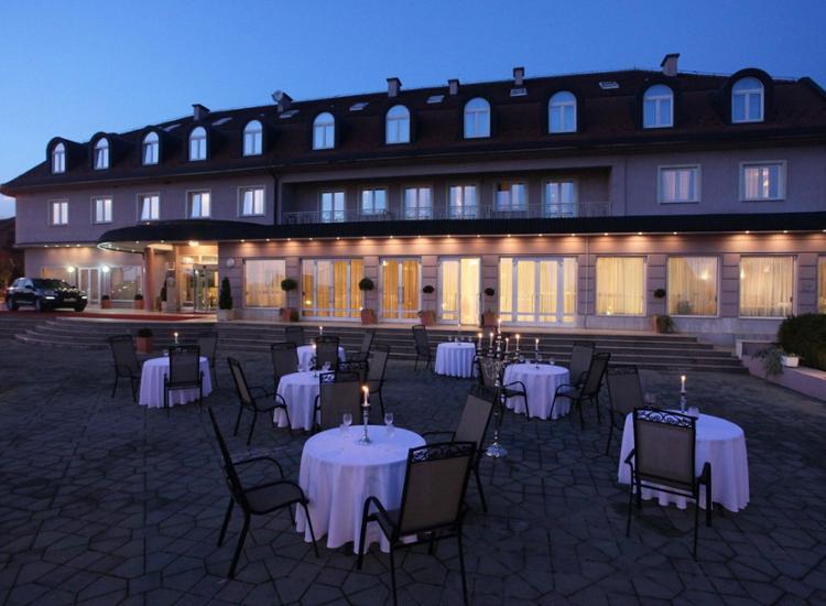 Phoenix Hotel Zagreb Aussenansicht