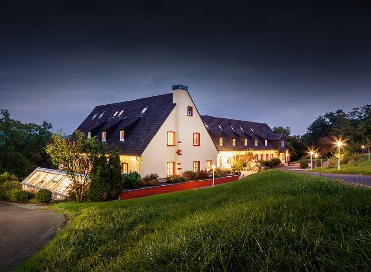 Kauzenburg mit Landhotel Aussenansicht