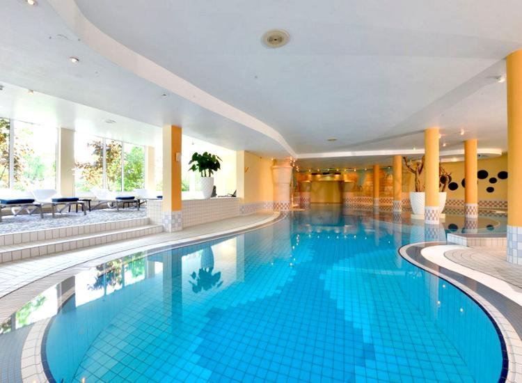 Parkhotel Landau Pool