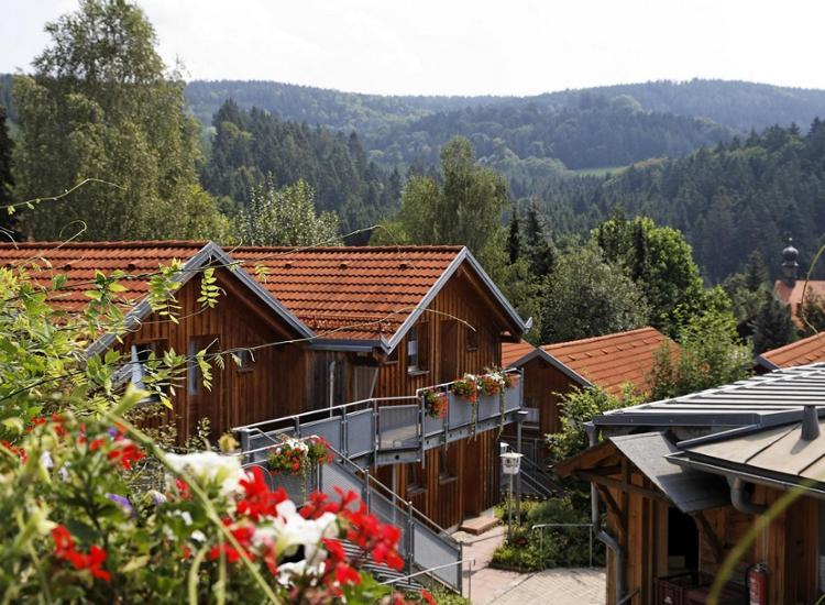 Village Hotel Bayerischer Wald Gebäude mit Aussicht