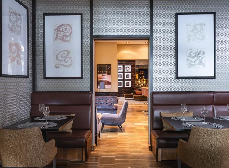 ameron hotel regent k ln. Black Bedroom Furniture Sets. Home Design Ideas
