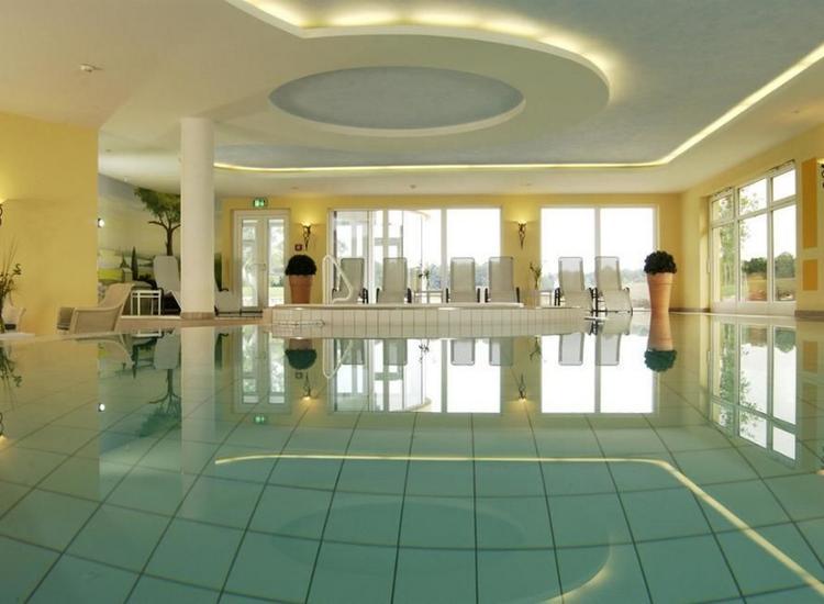 Best Western Premier CastaneaResort Hotel Pool