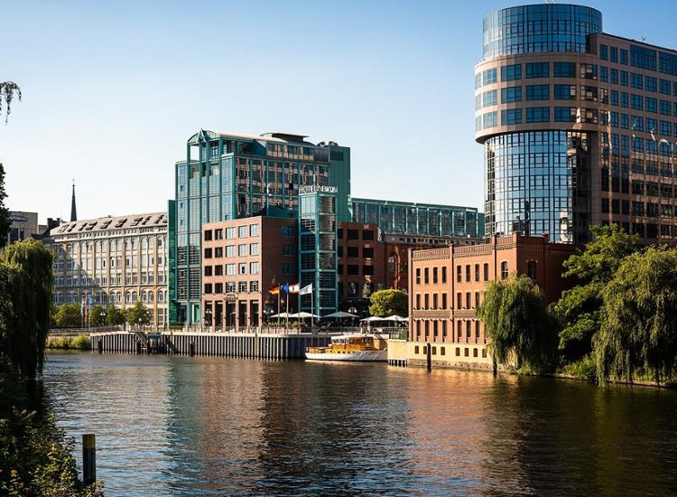 AMERON Hotel Abion Spreebogen Waterside Berlin Ansicht von der Spree