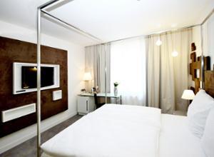 pure white hotel prag